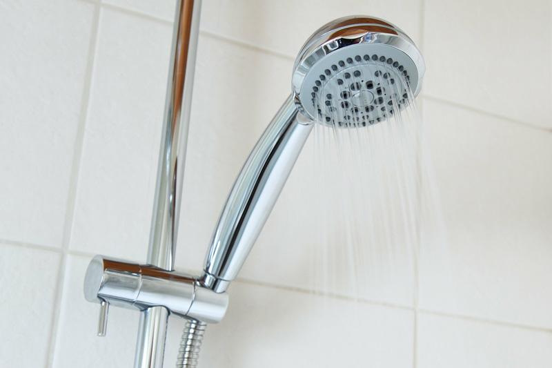 Économiser l'eau avec la douche