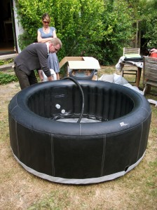 Une installation de spa gonflable