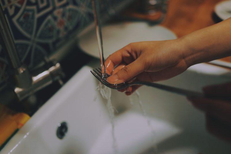 économiser l'eau pour la vaisselle